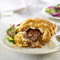 Beef and Onion Puff Pies - 32 x 195g